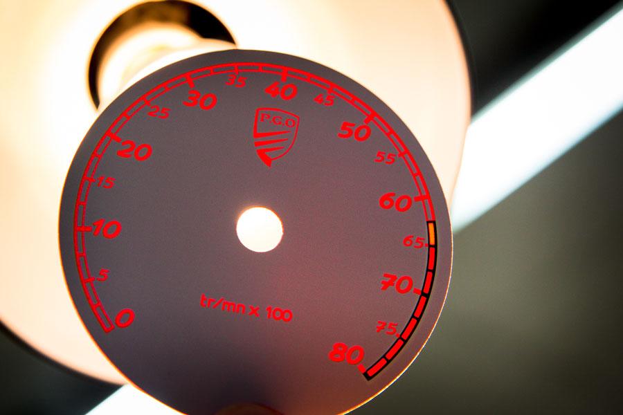 Face avant pour compteur de vitesse (PGO Alès), éclairée